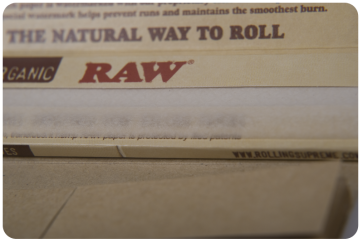 RAW Organic 1 1/4 Size Connoisseur Rolling Papers and Tips